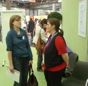 Nadja Mortensen und Jana Stahl (v.l.n.r.) im Gespräch auf der Leipziger Buchmesse. Foto: Wolfgang Brauer.