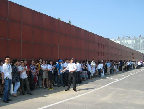 Aussteller und Besucher auf der Pekinger Buchmesse zum Warten verurteilt.