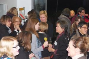 Netzwerkern beim Neujahrsempfang. Foto: Jana Filmer.