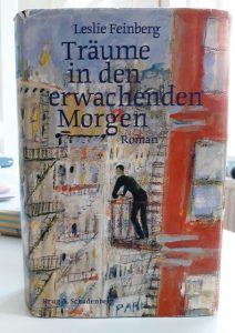 """Buchcover des Buchs """"Träume in den erwachenden Morgen"""" von Leslie Feinberg"""