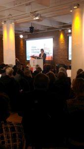 Henrike von Platen spricht bei einem Vortrag über 10 Jahre Equal Pay Day in Deutschland