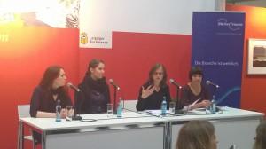 Podiumsdiskussion #DigitalesEngagement der BücherFrauen: mit Zoë Beck, Norsin Tancik, Katharina Gerhardt und Katharina Lukoschek (v. l. n. r.).