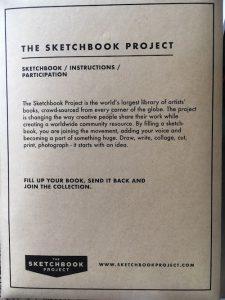 Verpackung eines Skizzenbuches mit Projektbeschreibung für die Teilnehmenden