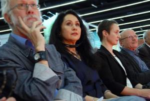 Raja Alem bei der Preisverleihung 2014 mit ihrem Übersetzer Hartmut Fähndrich und ihrem deutschen Verleger Lucien Leitess vom Unionsverlag. (© Frankfurter Buchmesse)