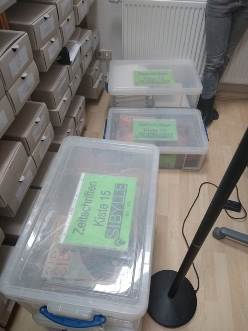 Material in durchsichtigen Boxen